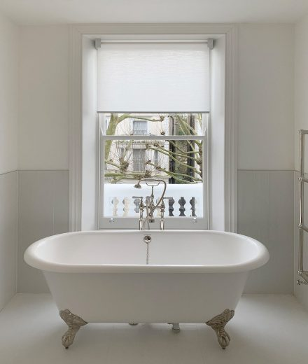 Contemporary roller blind for luxury bathroom in white